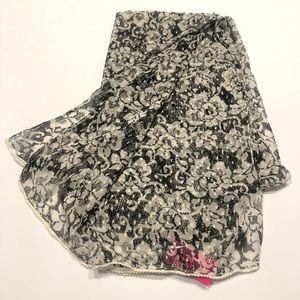 🕶 Betsey Johnson white black floral scarf large
